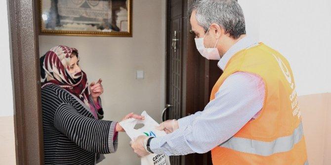 Çayırova'da 15 günde üretilen 300 bin maske dağıtıldı