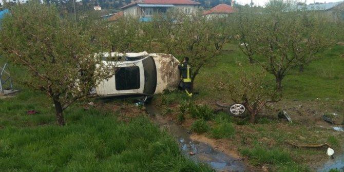 Kontrolden çıkan otomobil elma bahçesine takla attı: 1 yaralı
