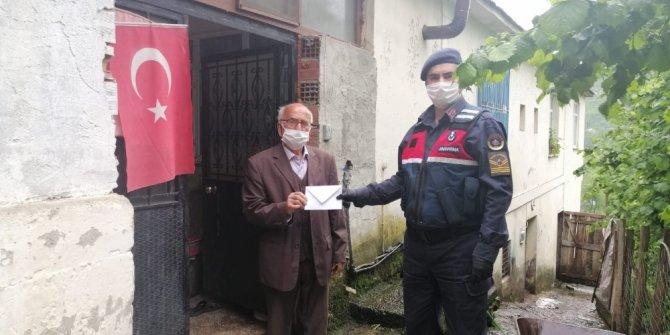 81 yaşındaki Bekir amcadan duygulandıran bağış