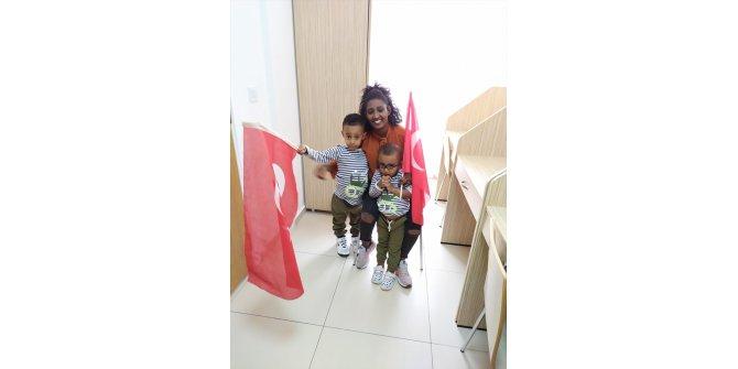 Türkiye sevdalısı Etiyopyalı anne ve 2 çocuğu Kayseri'de karantinada