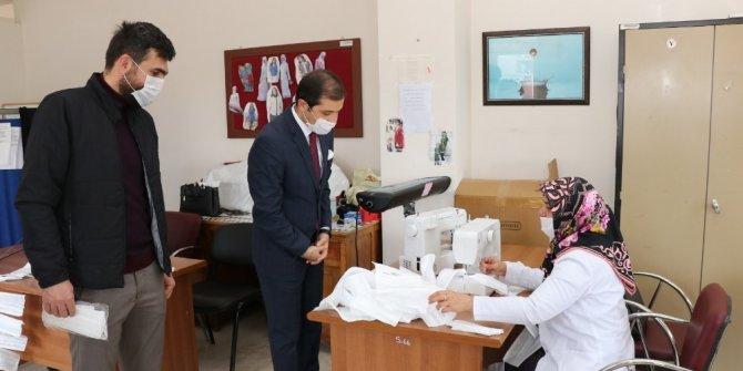 Gönüllü usta öğreticiler ve kadınlar günde bin 500 maske üretiyor
