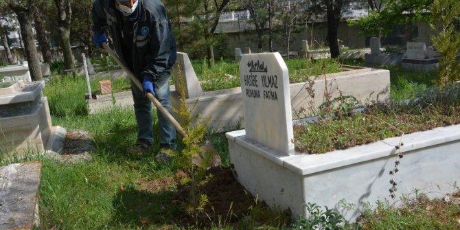 Akyurt'ta mezarlıklarda bayram hazırlığı