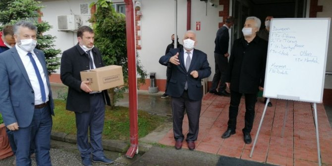 Düzce Belediyesi'nden, kamyoncu esnafına maske desteği