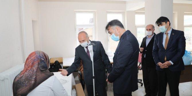 Vali Çağatay maske üretimini inceledi