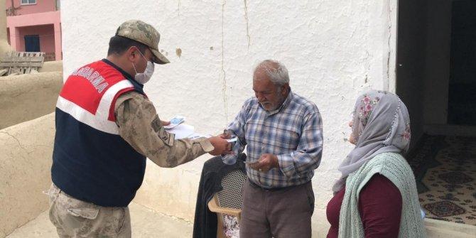 Yaşlı vatandaşlardan jandarmaya dua