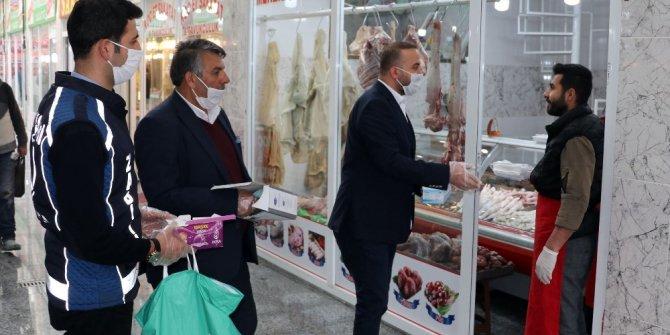 Van Büyükşehir Belediyesinden sakatatçı esnafına maske