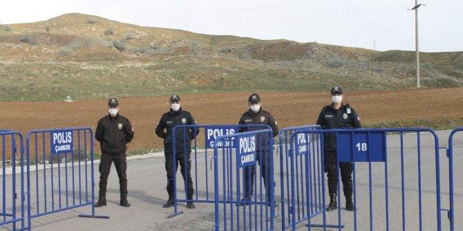 Vaka sayısı artınca mahalle karantinaya alındı