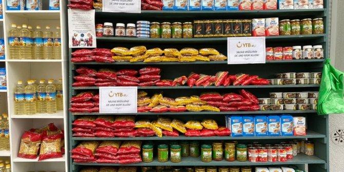 """Almanya'da Türk vatandaşlarının oluşturduğu """"Sadaka Dolabı""""na YTB'den 3 tonluk gıda desteği"""