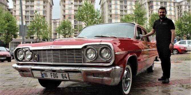 Dedesinin otomobilini 45 yıl sonra bulup satın aldı