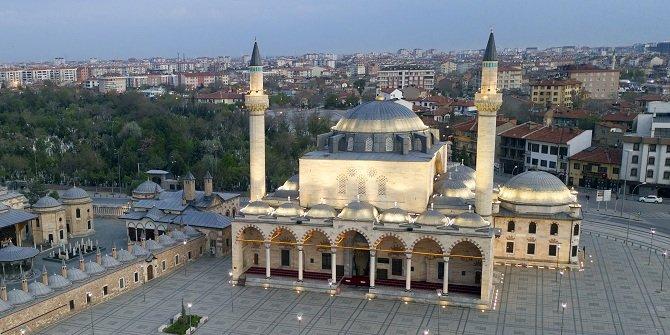 """Türkiye'nin """"simge"""" camileri bu ramazanı mahzun geçiriyor"""