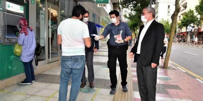 Maske, virüsün yayılımını yüzde 75 azaltıyor