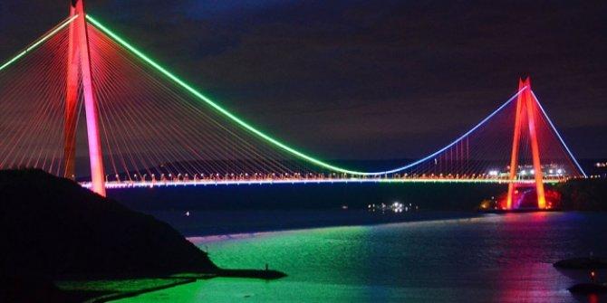 İstanbul'un köprüleri, Azerbaycan bayrağı renklerine büründü