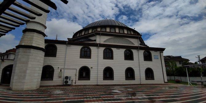 """Cuma namazı hazırlığı yapılan camide """"hırsızlık"""" şoku"""