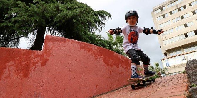 4 yaşındaki kaykay sporcusu profesyonellere taş çıkardı