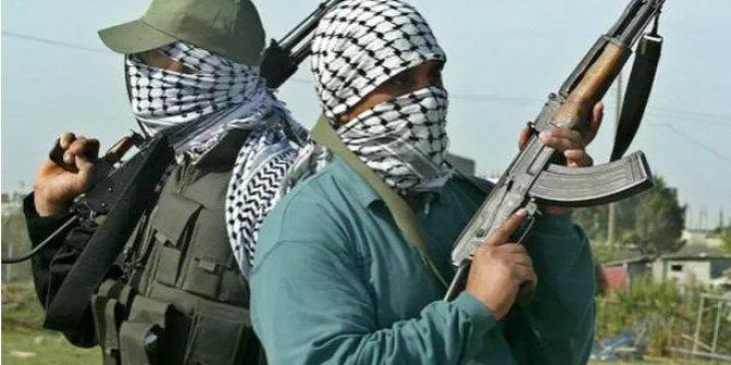 Ülke şokta! 100 kişilik grup silahla saldırdı çok sayıda ölü var
