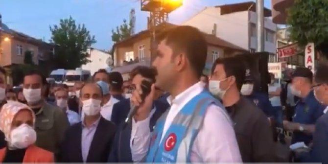 Bakan Kurum deprem bölgesinde vatandaşla buluştu
