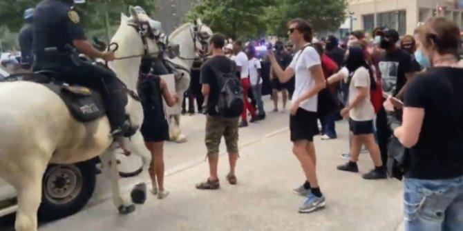 ABD'de atlı polis göstericiyi ezdi