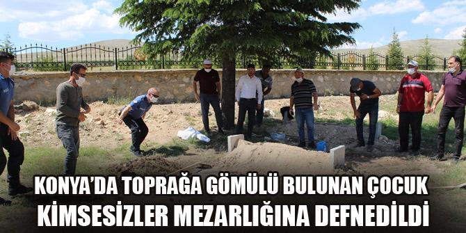 Konya'da toprağa gömülü bulunan çocuk kimsesizler mezarlığına defnedildi