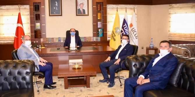 Karapınar heyetinden Büyükşehir Belediye Başkanı Altay'a ziyaret