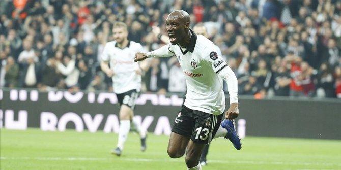 Atiba Hutchinson 1 yıl daha Beşiktaş'ta