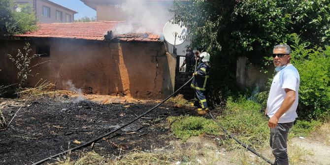 Ilgın'daki yangında bir evin müştemilatı kullanılamaz hale geldi