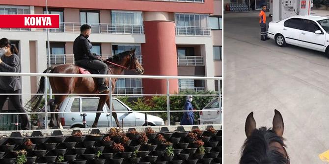 Akaryakıt istasyonuna gidip atına yakıt almak isteyince binlerce kez izlendi