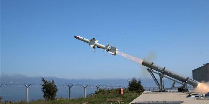 """Türkiye'nin ilk deniz seyir füzesi """"Atmaca"""" hedefini başarıyla vurdu"""