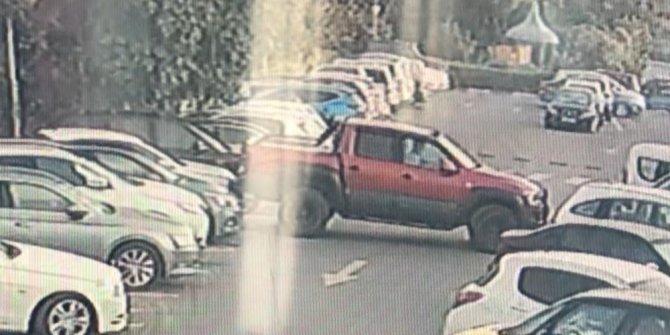 Siteden çaldığı araç ile en az 9 araca çarpıp, bir evin bahçe duvarını yıktı