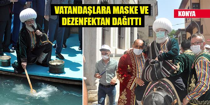 Şenlik başladı, Nasreddin Hoca vatandaşlara maske ve dezenfektan dağıttı