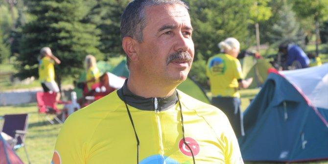 Protez ayağı ile 890 kilometre pedal çevirerek bisiklet festivaline katıldı