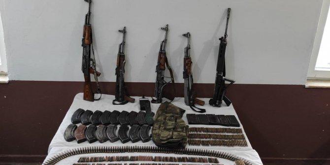 Yol kontrolünde çok sayıda silah ve mühimmat ele geçirildi
