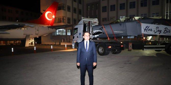 Okul bahçesinde yolcu uçağından sonra savaş uçağı da olacak