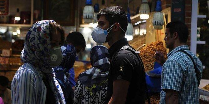 İran'da bir günde COVID-19'dan 215 kişi hayatını kaybetti
