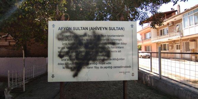 İznik'te tarihi türbeye spreyli saldırı