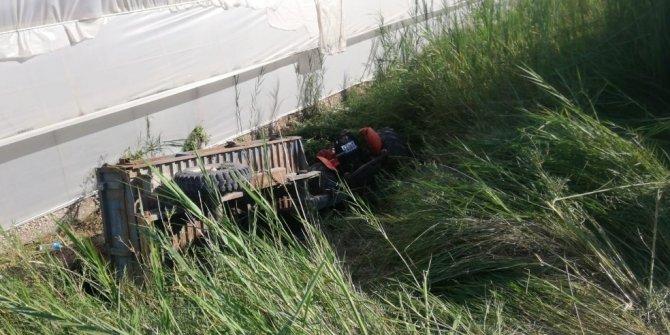 Antalya'da traktör devrildi: 1 ölü