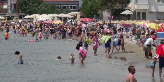 Silivri'de vatandaşlar denize akın etti
