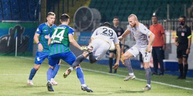 Süper Lig: Çaykur Rizespor: 3 - Yeni Malatyaspor: 0 (İlk yarı)