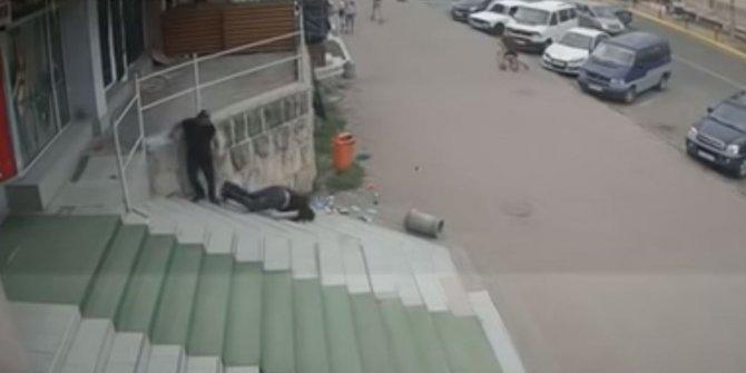Ukrayna'da sokak ortasında cinayet kamerada