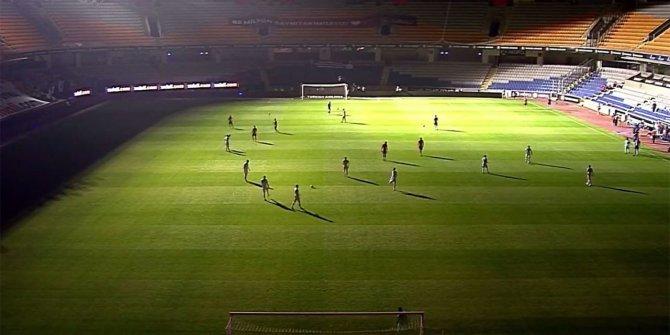 Medipol Başakşehir - Kayserispor maçında  elektrik kesintisi