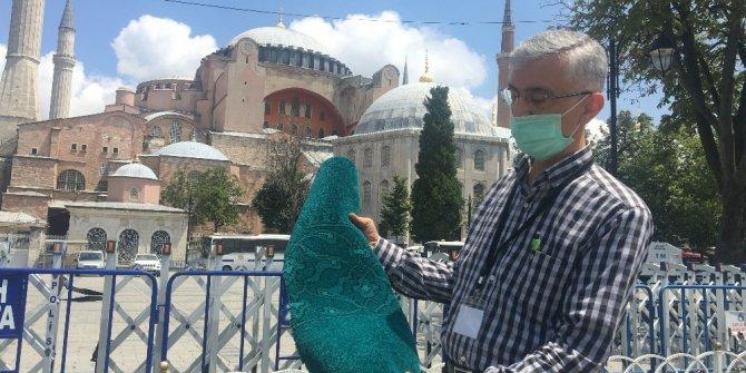 Ayasofya Cami'nin yeni halıları döşenmeye başlandı