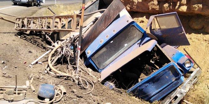 Freni boşalan kamyon şarampole yuvarlandı: 1 ölü, 1 yaralı