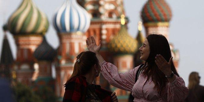Rusya'da uzun zaman sonra günlük vaka sayısı 6 binin altında