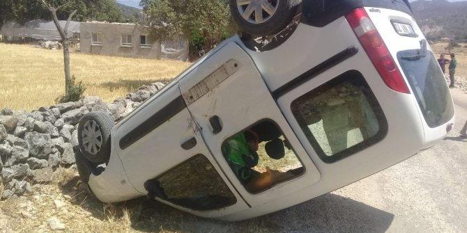 Kaş'ta kontrolden çıkan araç duvara çarptı