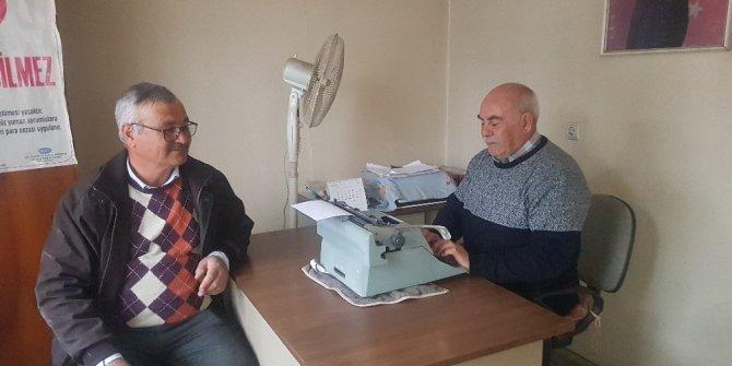 71 yaşındaki emekli zabıt katibi daktiloyla arzuhalcilik yapıyor