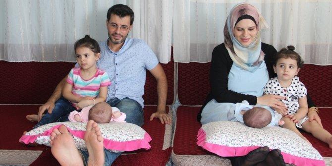 """Suriyeli aile ikiz kızlarına """"Aya"""" ve """"Sofya"""" adını verdi"""