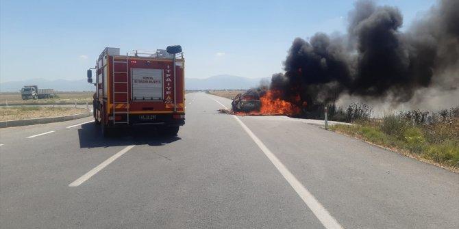 Konya'da bir otomobil seyir halindeyken yandı