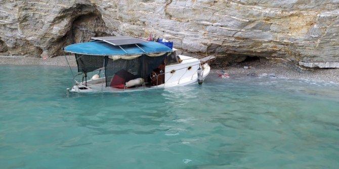 Su alan balıkçı teknesindeki iki kişiyi sahil güvenlik kurtardı