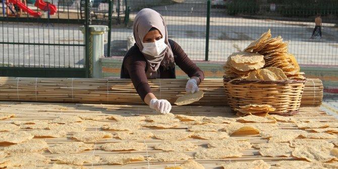 """Konyalı kadınların """"çıtır çerez tarhana"""" mesaisi başladı"""