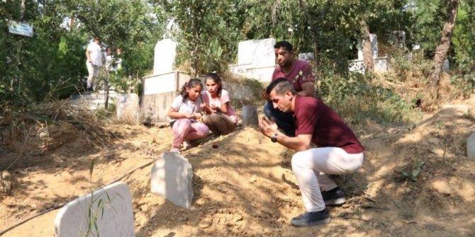 Vahşice öldürülen Pınar Gültekin'in mezarına bayram şekeri bırakıldı