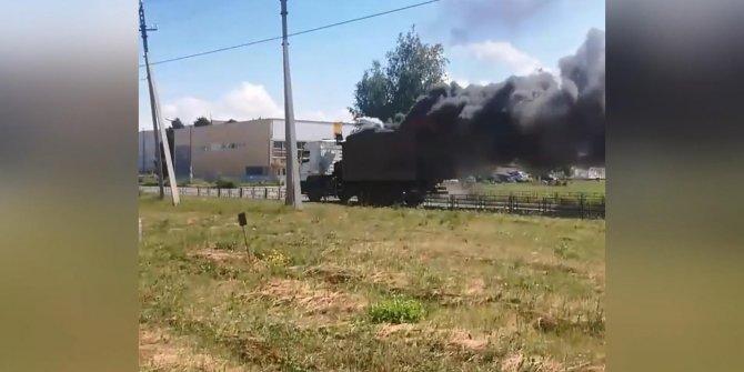 Seyir halindeki çöp kamyonu böyle yandı